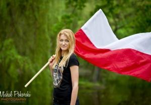 Dziewczyny i flagi