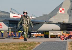 """Trzykrotny tytuł """"Pilota Roku 2013"""" dla kapitana z 23. Bazy Lotnictwa Taktycznego"""
