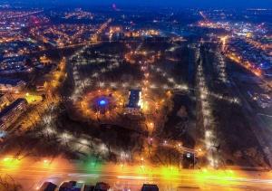 Widziane z góry: nowe oświetlenie w parku miejskim