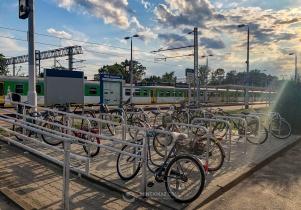 Nowe stojaki na rowery przy dworcu PKP