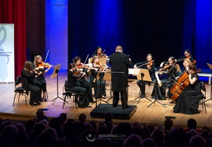 Kolędy a'cappella i muzyka na cztery struny