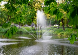 Działają fontanny w parku