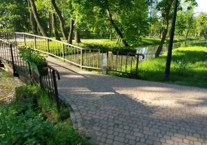 Pelargonie na mostkach