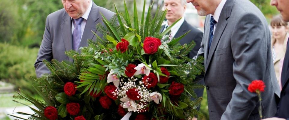 Złożenie Wieńców na Cmentarzu Żołnierzy Radzieckich