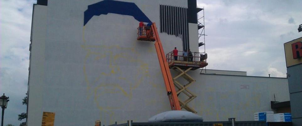 Powstaje gigantyczny mural z Marszałkiem