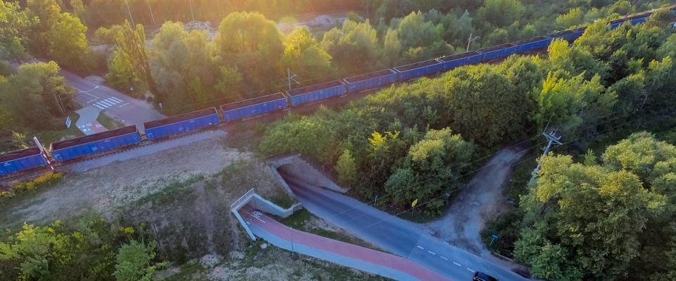 Widziane z góry: przejście pod wiaduktem na ul. Sosnkowskiego