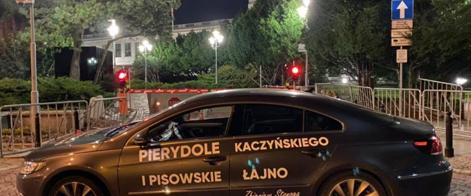 Samochód Stonogi na ulicach Mińska