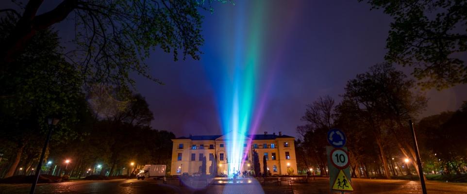 Light The Sky Polska w Mińsku Mazowieckim. Spektakl świetlny w podziękowaniu dla służb medycznych
