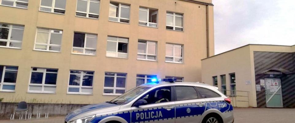 Policjanci eskortowali dwie rodzące kobiety do szpitala w ciągu jednej doby