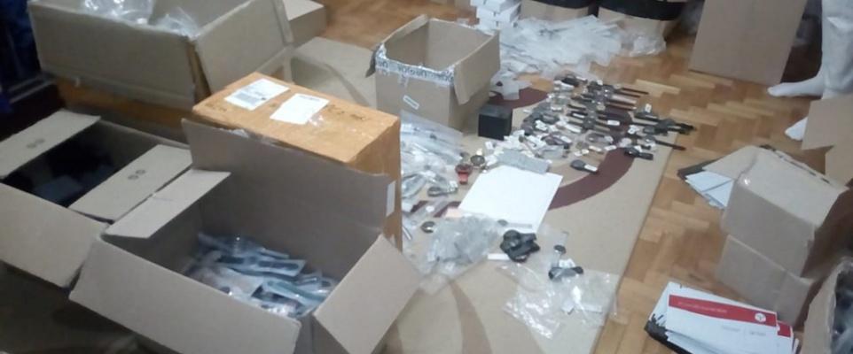 Policjanci zabezpieczyli podrabiane zegarki i bransolety o wartości ponad 3 mln. złotych