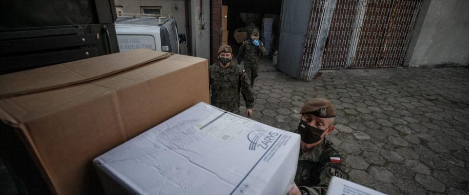 Terytorialsi dostarczą do szpitali blisko 1,5 miliona środków ochrony indywidualnej
