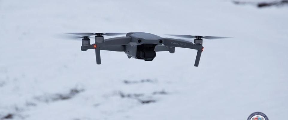 Policjanci czuwają nad bezpieczeństwem ruchu drogowego z wykorzystaniem drona