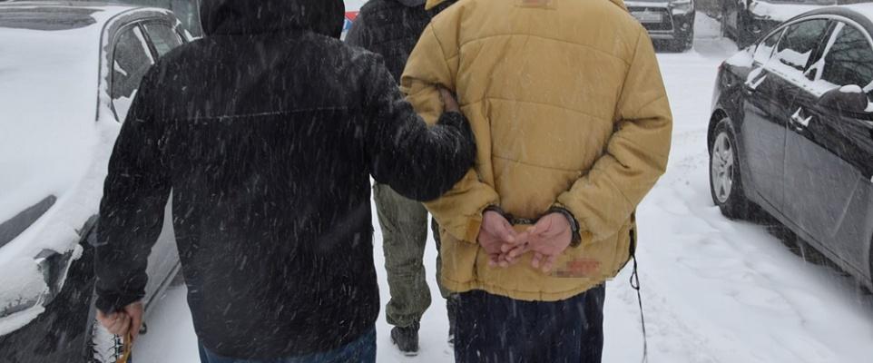 Podejrzany o kradzież rozbójniczą zatrzymany w pościgu