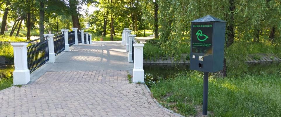 Kolejny kaczkomat w parku