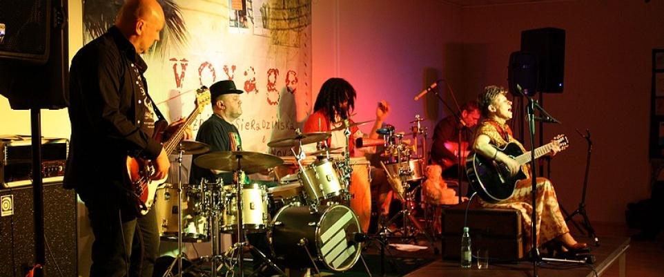 Muzyczna podróż z CostaNova